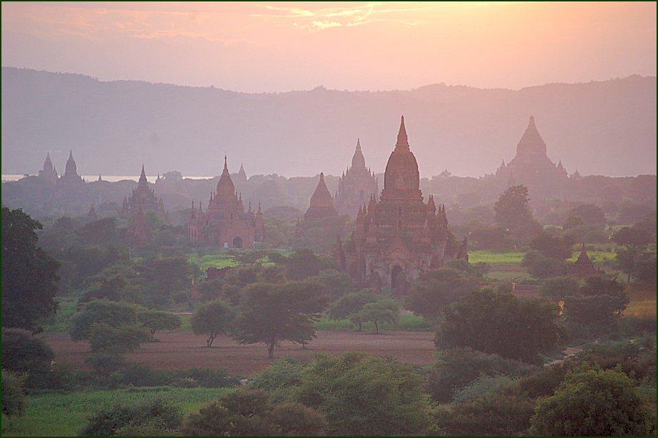 Bagan (Pagan), photo by Wikimedia Commons