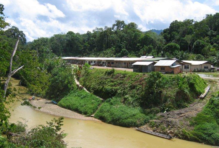 Sarawak (Batang Rejang & Iban Longhouse), photo by Aronpaul