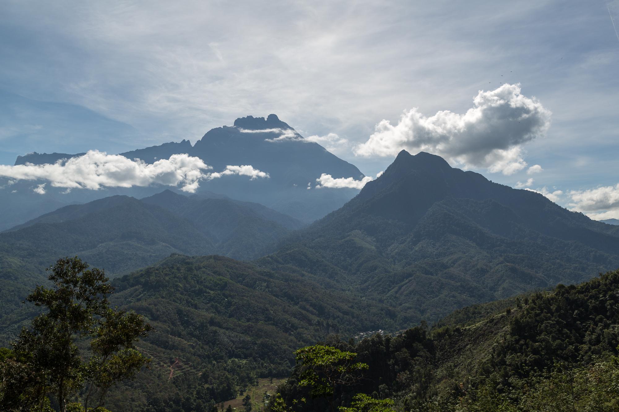 Mount Kinabulu, photo by CEphoto, Uwe Aranas