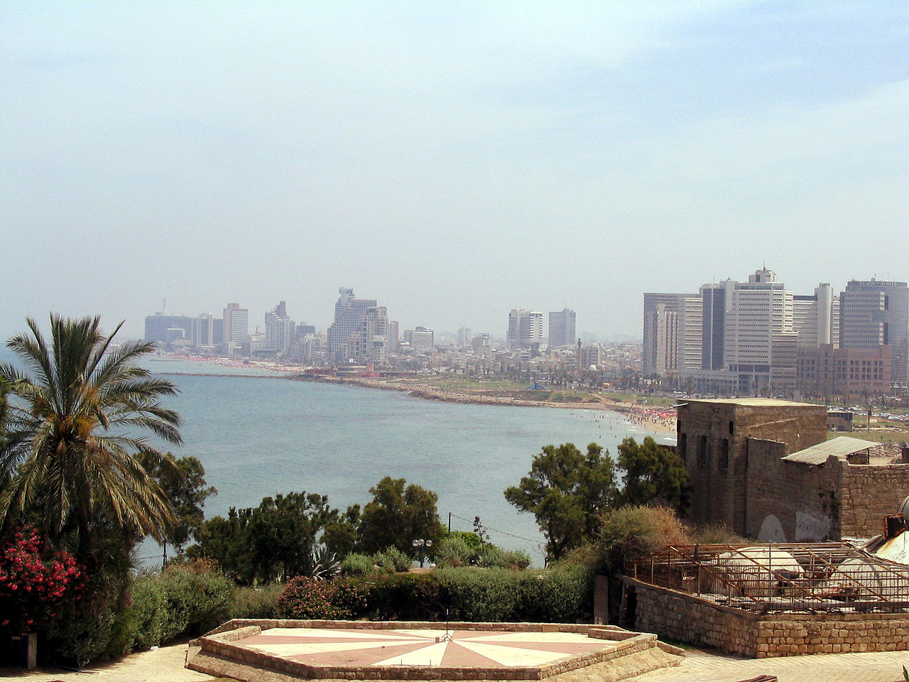 Tel-Aviv, photo by Wikimedia Commons
