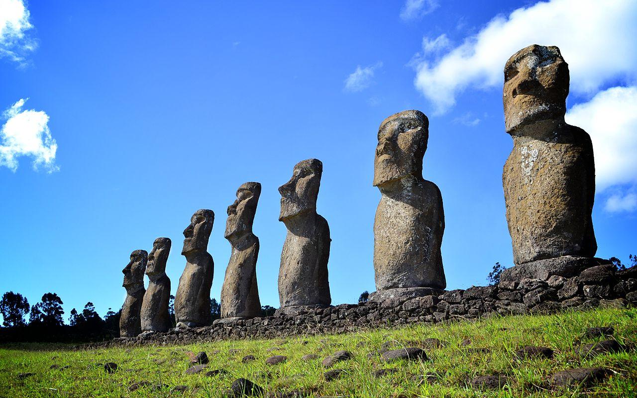 Easter Island (Rapa Nui), photo by Jantoniov