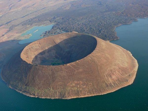Lake Turkana, photo by Wikimedia Commons